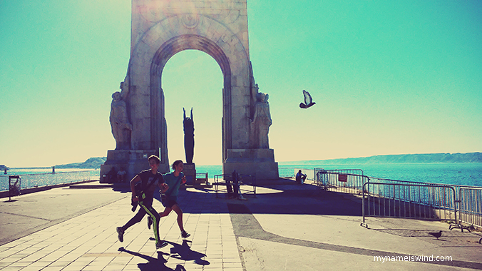 Marsylia – Co leży po jasnej stronie miasta słynącego ze strzelanin?