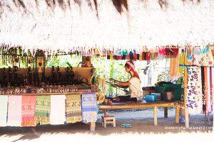 Wioska Długich Szyi w Tajlandii