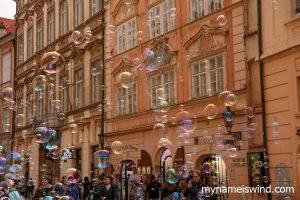 Atrakcje Pragi i absurd
